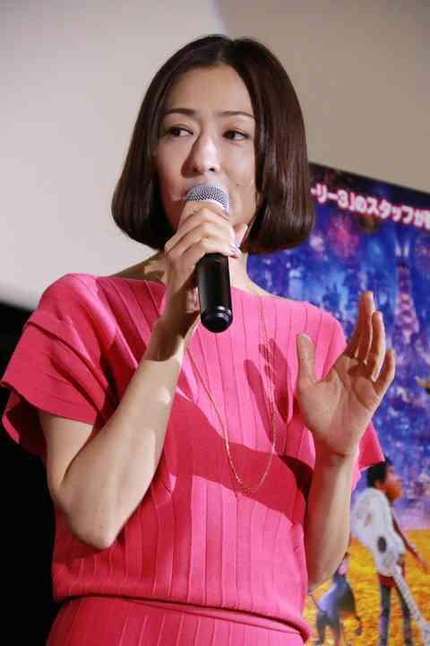 松雪泰子、足の親指骨折しながら舞台出演