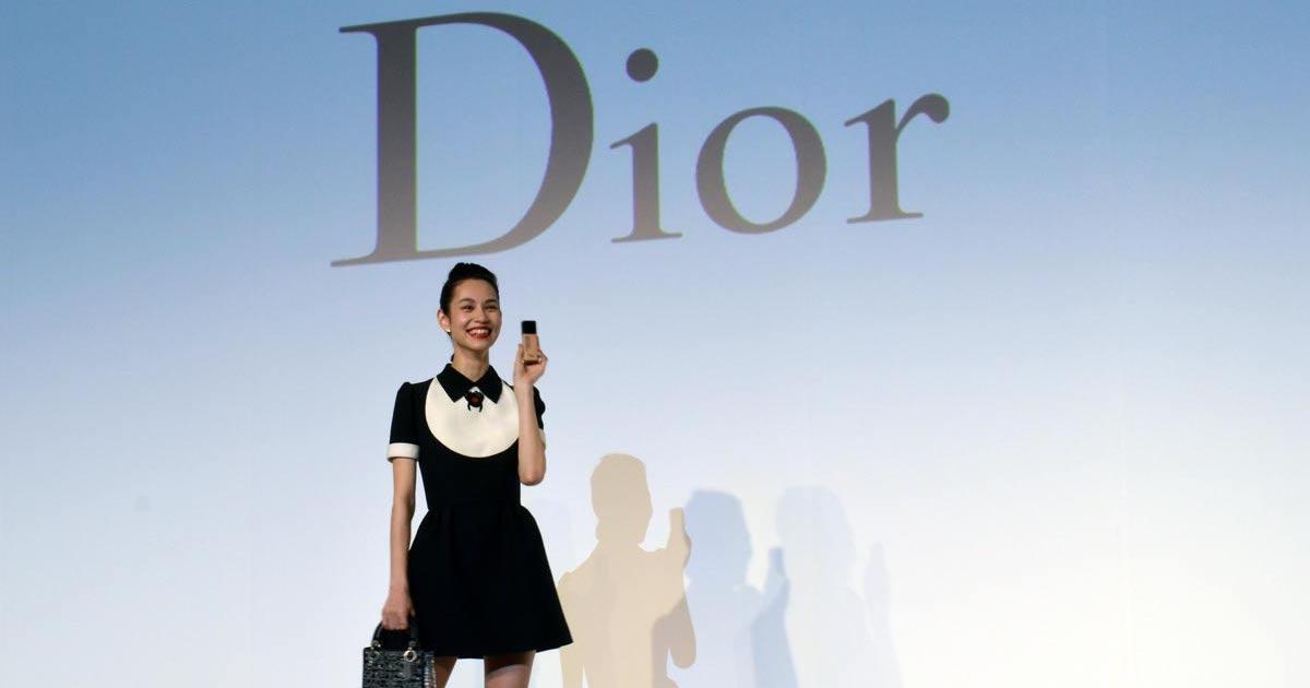 水原希子が「ディオール」のアジア・アンバサダーに 4カ国語駆使し挨拶│WWD JAPAN