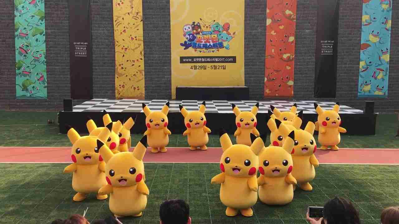 Pokemon Festival..Dancing Pikachu dragged off stage - YouTube