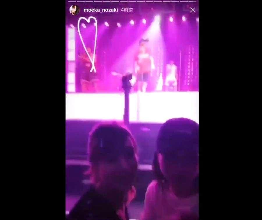 ステージに背を向け「自撮り」パシャ B・マーズ来日公演で「マナー違反」のモデル炎上(J-CASTニュース) - Yahoo!ニュース