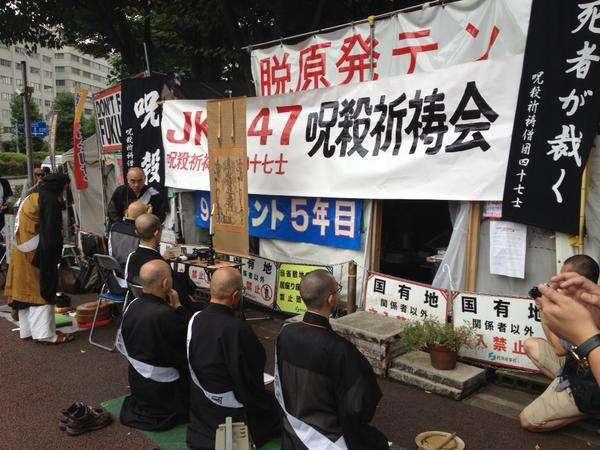 安倍首相を呪うため、僧侶達が呪殺祈祷僧団「JKS47」を結成