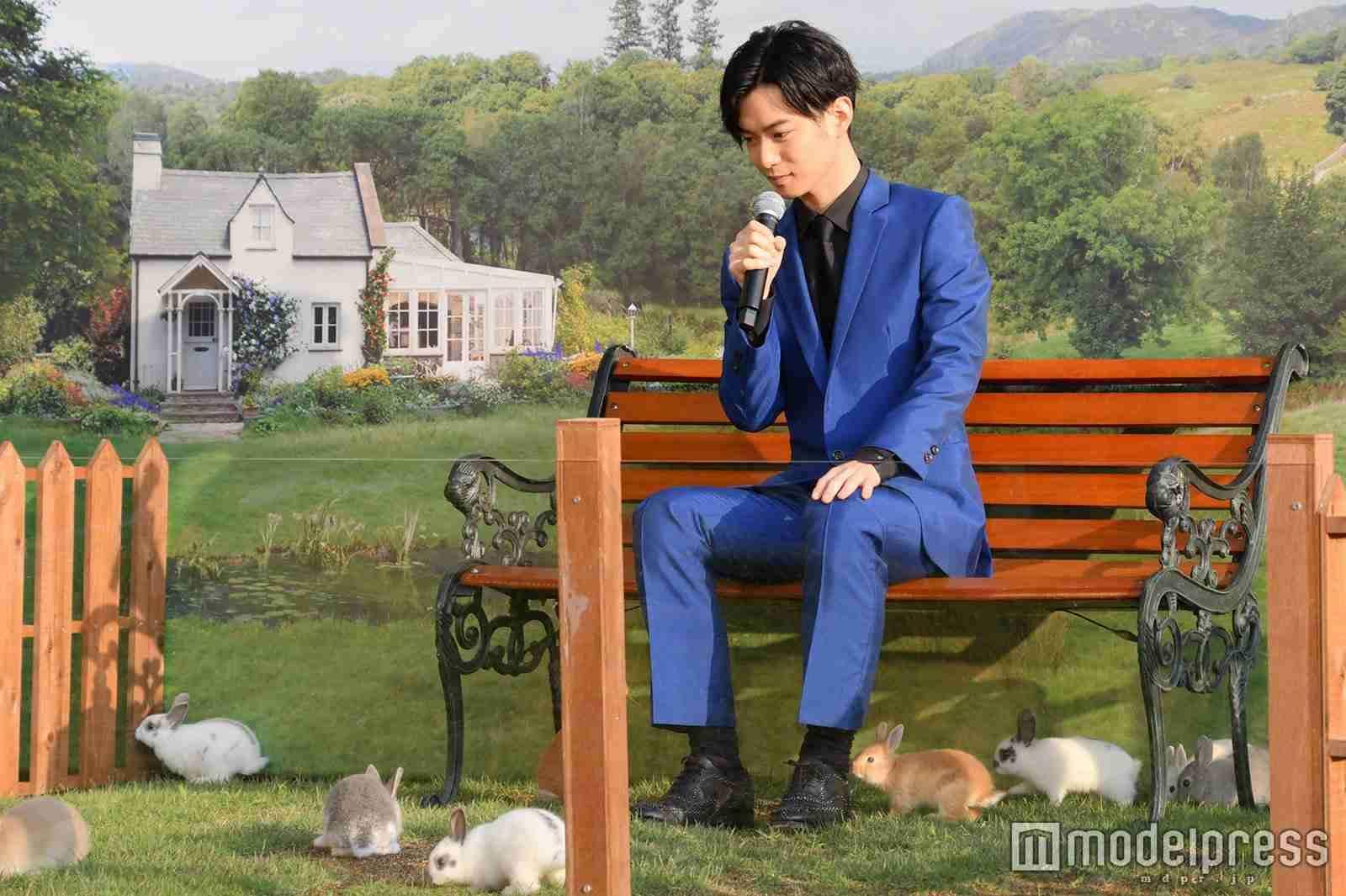 千葉雄大、ウサギに囲まれる 愛されキャラは「僕と同じ」