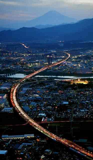 Uターンラッシュで交通機関混雑 東北道は渋滞39キロ:朝日新聞デジタル