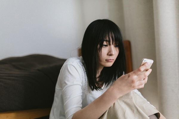 SNS利用時間が少ない人の方がストレスレベルが低い? 1日30分以上の利用で「コミュニケーション疲れ」か | キャリコネニュース