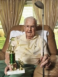 93歳の男性が生涯最後のラウンドで生涯初のホールインワン ゴルフ歴65年目の奇跡― スポニチ Sponichi Annex スポーツ