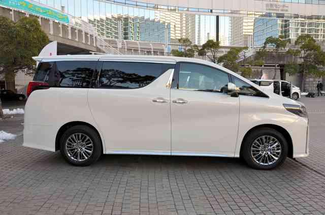 トヨタ「アルヴェル」嫌われて売れる理由 「マイルドヤンキー」が乗る定番の「ヤン車」として敬遠する向きも