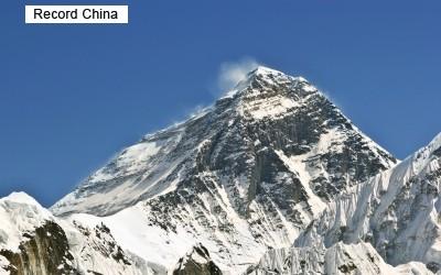 両脚を切断した69歳中国人登山家 エベレスト山の頂上に到達 - ライブドアニュース