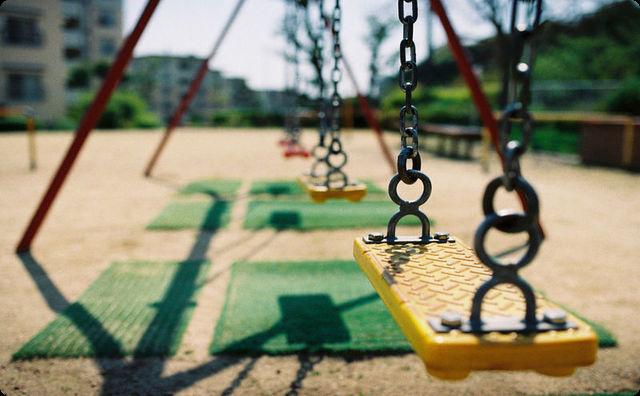 1人で遊びに行くのは何歳からですか?