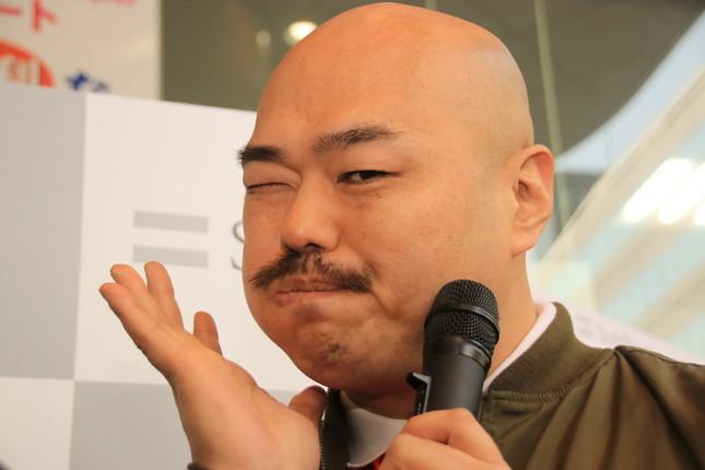 クロちゃん、新幹線の座席を倒して炎上 「後ろの人に迷惑」批判噴出で本人反論