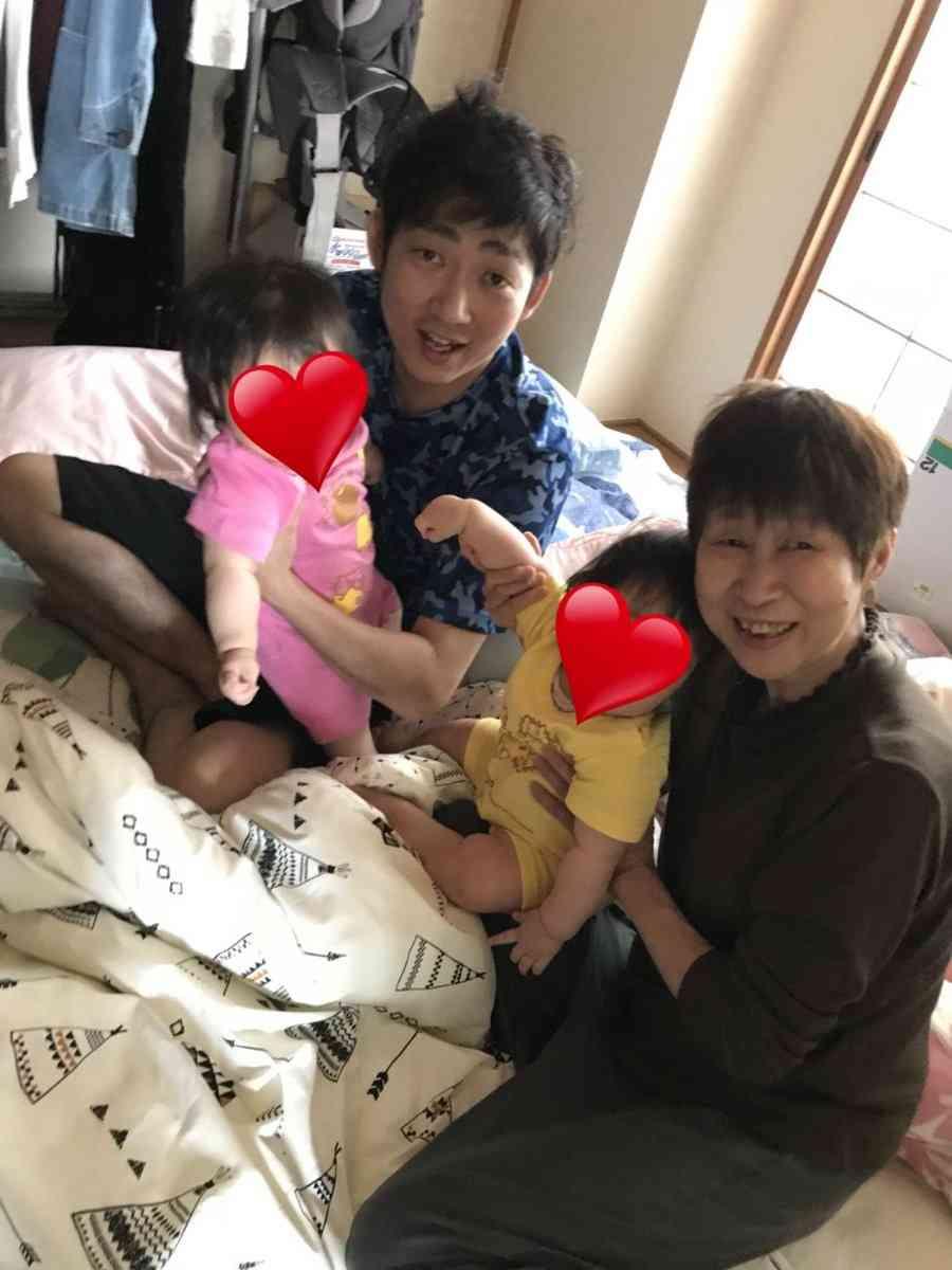 """ノンスタイル石田明""""母の日""""の投稿にほのぼの「お母さんとそっくり」"""