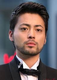 【画像】山田孝之が生のバストを目の前にした時の顔www  |  毒女ニュース
