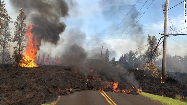 CNN.co.jp : 住宅地を襲う溶岩と有毒ガス、住宅9棟破壊 ハワイ噴火