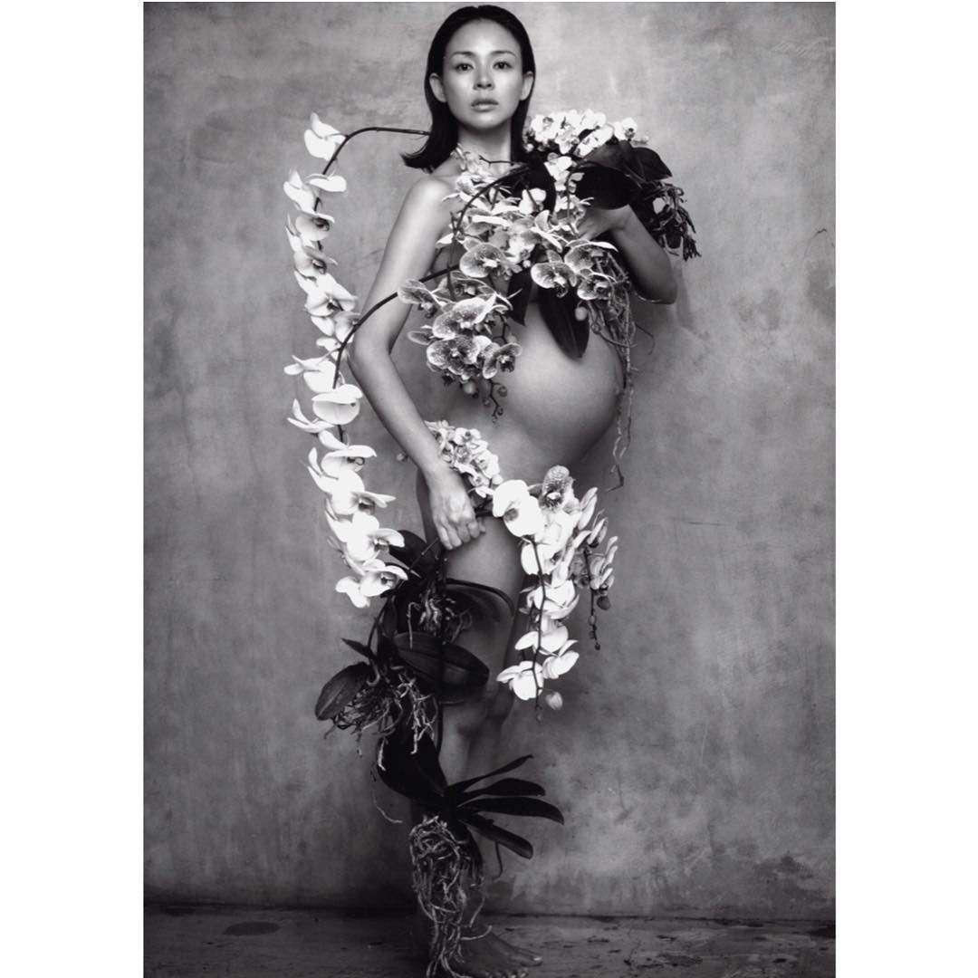 SHIHO、マタニティヌード写真を公開「まるで女神」と反響
