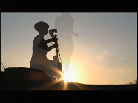 (马头琴 馬頭琴) 「美麗的大草原」――Yilana/イラナ/依拉娜 - YouTube