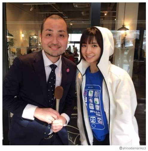 篠田麻里子、スリムクラブ内間と「すっぴんそっくりな件」兄妹?2ショットに反響 - モデルプレス