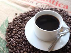 コーヒーに含まれているカフェインは美容にいいの? 気になるカフェインの持つ生理作用を紐解く
