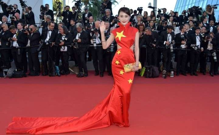 「国旗ドレス」で中国女性タレントが猛批判浴びる―カンヌ映画祭 -- Record China