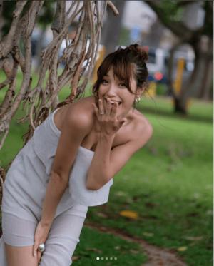 木下優樹菜、「ママなのに気持ち悪い」胸の谷間セクシー写真に賛否両論(1ページ目) - デイリーニュースオンライン