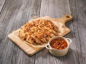 ドミノ・ピザ、カレーを作る!ふわもち生地と食べる「つけカレーパン」販売