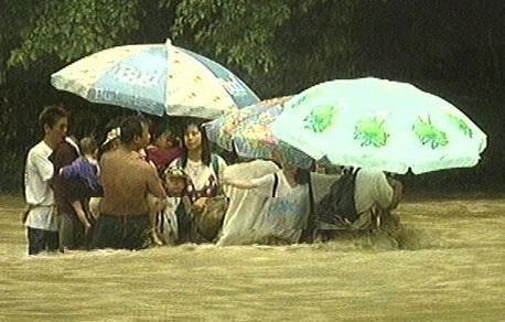 【後味が悪い話】玄倉川水難事故(DQNの川流れ)動画有り【1999年】 - NAVER まとめ