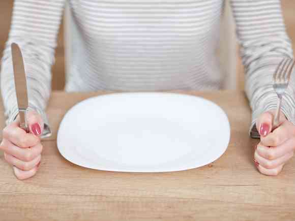 空腹時の眠気や震えにご注意!実は危険な低血糖症の原因 | 女性の美学