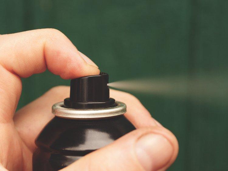 あまりにも危険な「デオドラント・チャレンジ」 スプレー缶で15歳少女の腕に大きな穴(英)