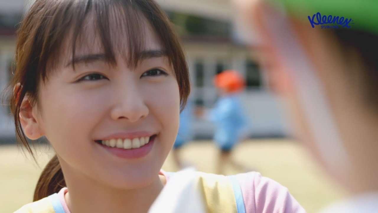 クリネックス® TVCM 「新垣先生と園児たち〜鬼ごっこ〜篇」15秒 - YouTube