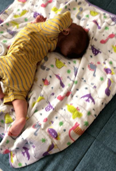 保田圭、「1人でプチパニック」我が子の初寝返りに共感の声が相次ぐ