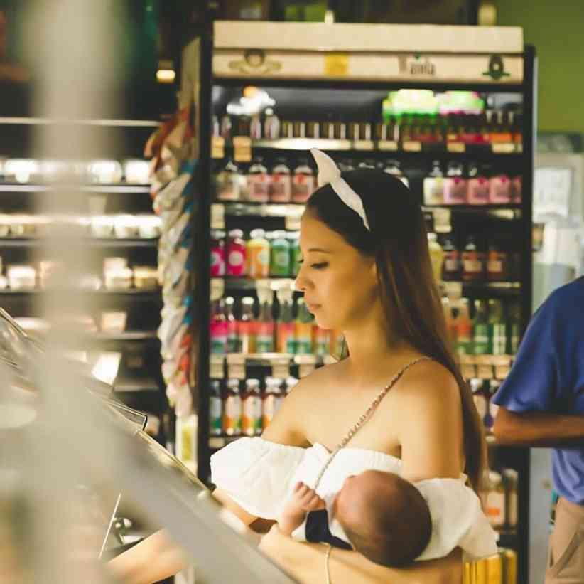 【エンタがビタミン♪】吉川ひなの、赤ちゃん片手にお買い物 その姿に「女神様みたい」 | Techinsight(テックインサイト)|海外セレブ、国内エンタメのオンリーワンをお届けするニュースサイト
