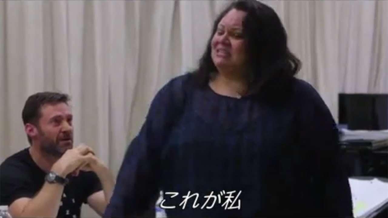 ヒュー・ジャックマンも感涙!映画『グレイテスト・ショーマン』「This Is Me」ワークショップセッションの様子 - YouTube