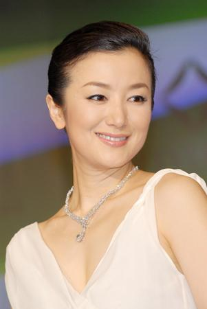 積極的に婚活している鈴木京香 - リアルライブ