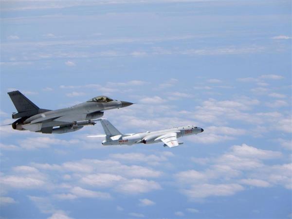 中国軍機8機が宮古海峡上空を飛行 防衛省は特異な飛行と判断 - 産経ニュース