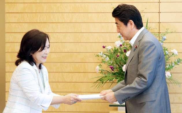 国家公務員給与・賞与、4年連続上げ 人事院勧告  :日本経済新聞