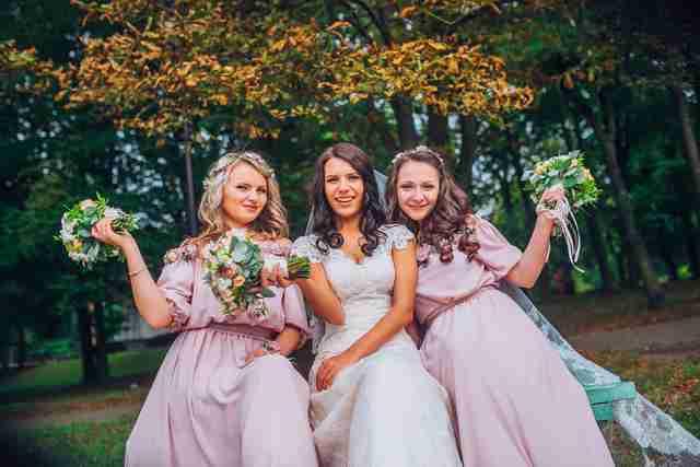 友人の結婚式への出席にかける費用