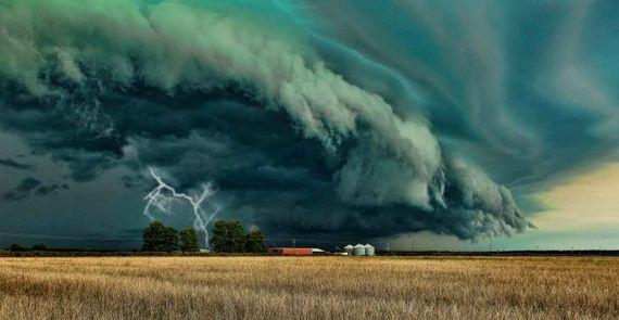 【微閲覧注意】巨大な雲の画像を貼るトピ