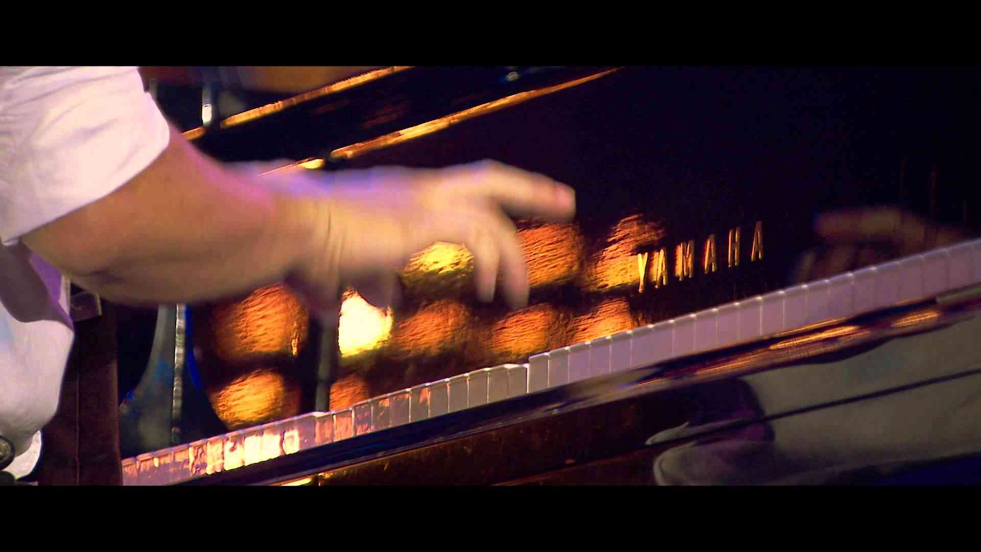 Jamie Cullum - Don't Stop The Music (Live From Jazz a Vienne) - YouTube