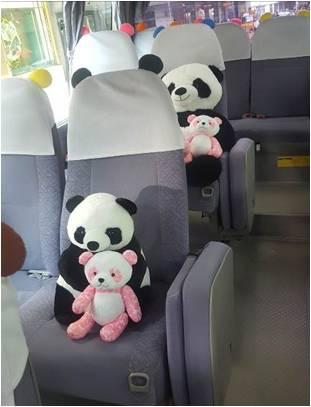 シャンシャンで注目の上野で「パンダバス」無料運行中! 外見も車内もまるっとパンダモチーフ
