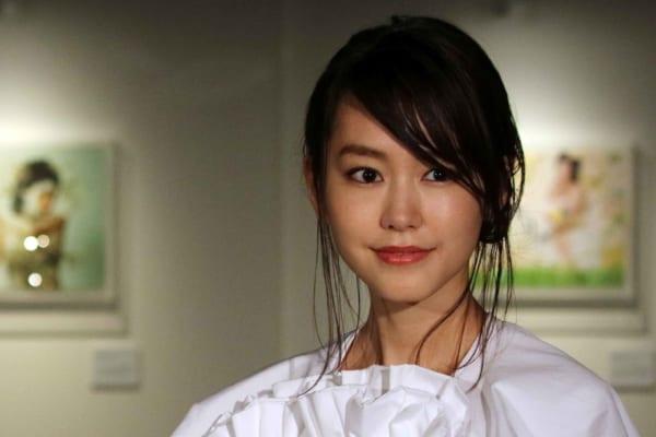桐谷美玲、三浦翔平が結婚へ! 祝福の声の中、なぜか新垣結衣に注目集まる|ニフティニュース