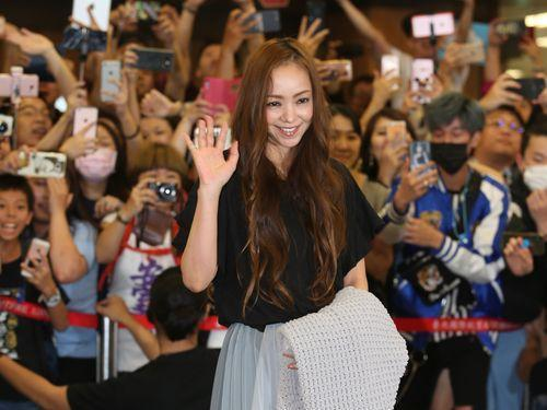 安室奈美恵、台湾を訪問  空港にファン500人  大歓声で迎えられる(中央社フォーカス台湾) - Yahoo!ニュース