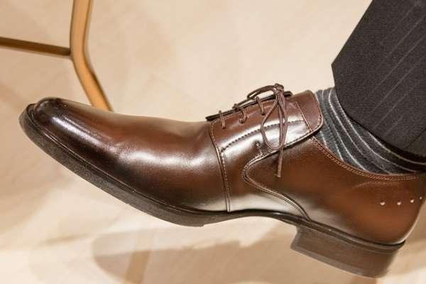 新社会人の「革靴が辛い」という投稿が話題に 「あんなもん仕事向きじゃない」「ヒールやパンプスもやめよう」   キャリコネニュース