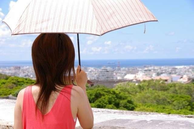 「日傘さす奴はだいたいブス」SNSで話題の投稿に反響続々