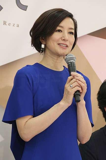 鈴木京香がついに結婚へ! 恋人・長谷川博己は笑顔で否定せず