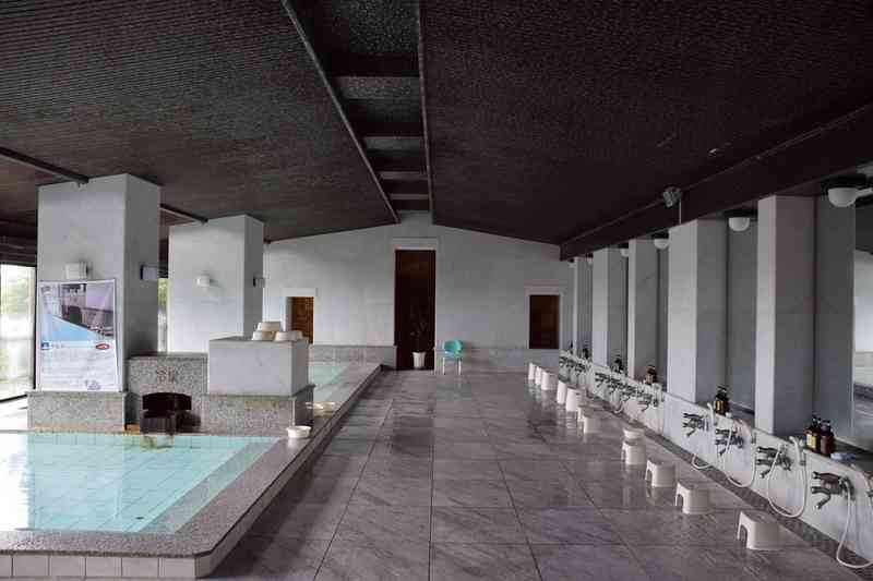 入れ墨・タトゥーOK 日帰り温泉の入浴ルールに賛否 「入れ墨で人を判断出来る時代じゃない」「怖がる人の方が多いのは当たり前」|BIGLOBEニュース