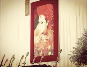 YOSHIKI、「涙が止まらない」hideの命日に投稿したメッセージが感動を呼ぶ(1ページ目) - デイリーニュースオンライン