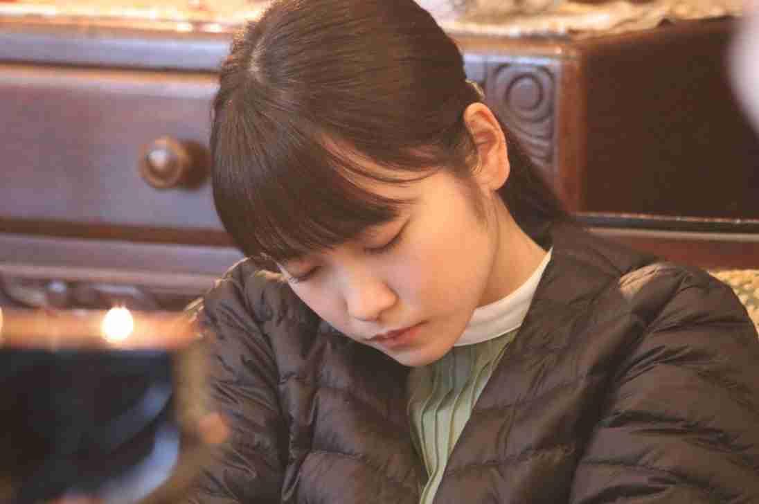 川栄李奈『崖ホテ』撮影中にうたた寝「神オフショット」「天使の寝顔」 | AbemaTIMES
