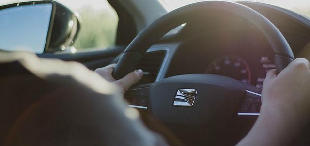 あおり運転とは|具体例と対処法・逮捕の基準|厳選 交通事故弁護士ナビ