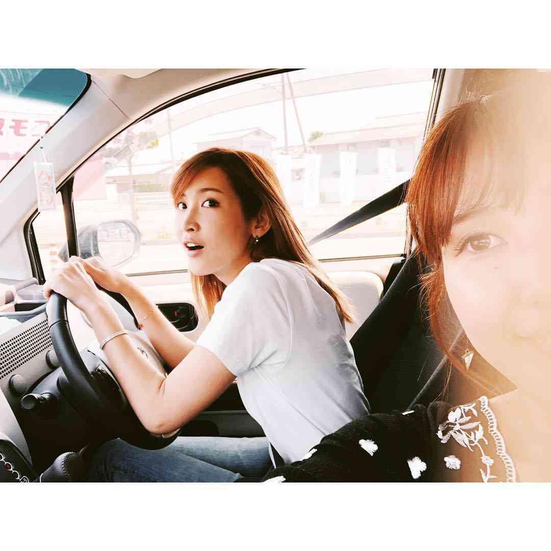 """紗栄子、目元がそっくりな""""美人いとこ""""が話題「どっちがどっちか分からない」の声"""