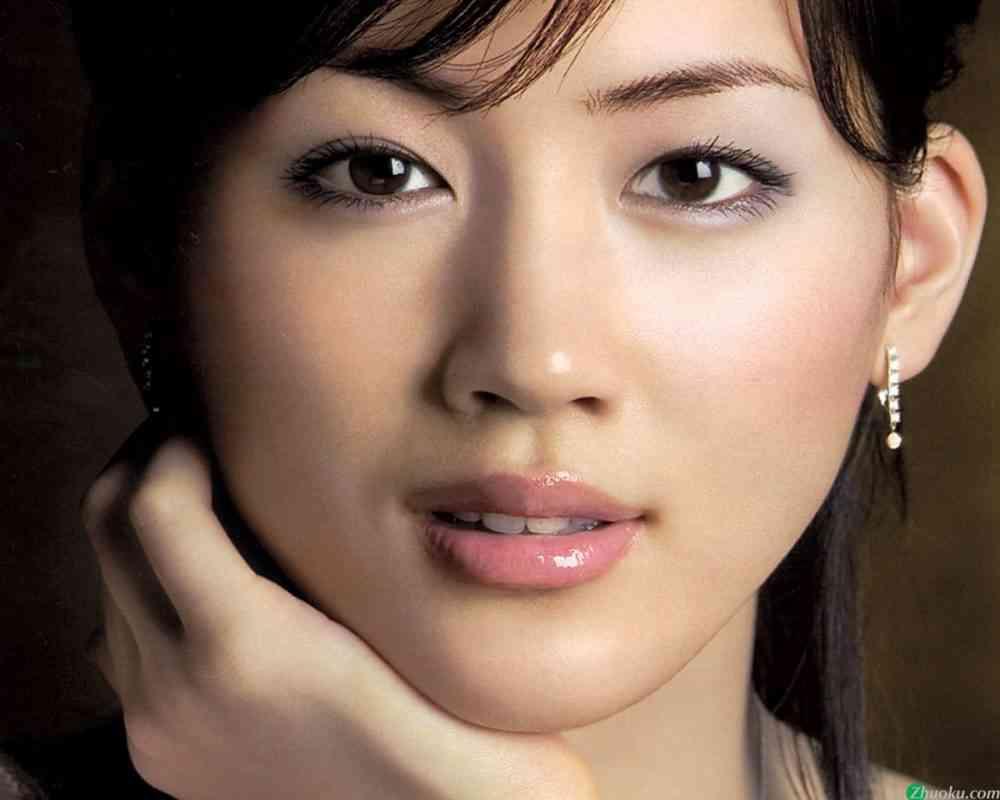 綾瀬はるかの肌は完璧で綺麗!愛用の化粧品やすっぴんの画像は? | Яyoのエンタメ&気になる情報ブログ