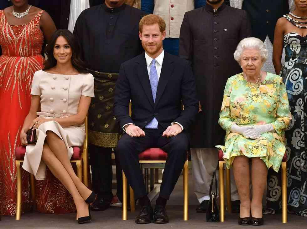 メーガン妃がイベントで脚を組み話題に。しかし、王室メンバーには前例も(ハーパーズ バザー・オンライン) - Yahoo!ニュース