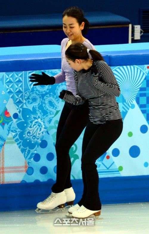 フィギュアスケーターの2ショット画像を貼るトピ